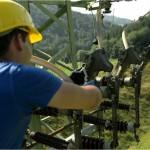 Unternehmensporträt EWS: Arbeiten an Hochspannungsleitungen