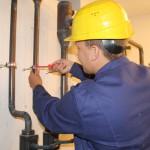 Schrauben gehört auch zum Beruf. Videodreh Anlagenmechaniker SHK