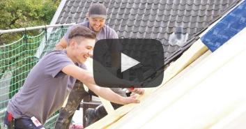 Video: Dachdecker/in – Arbeiten auf den Dächern